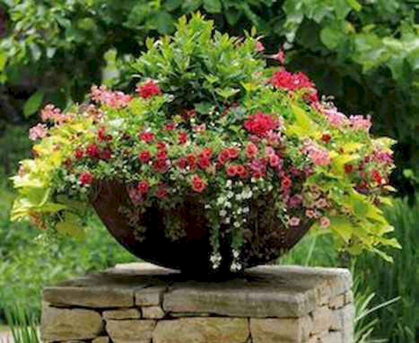 40 Beautiful Container Flower Garden Ideas (21)