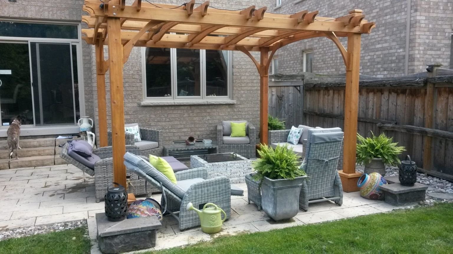 Wonderful  outdoor living spaces for small backyards